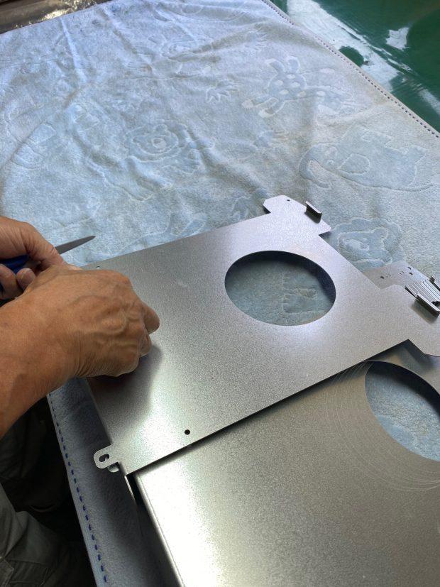 空気清浄機用オプション製品、空気清浄機壁掛け金具の製造