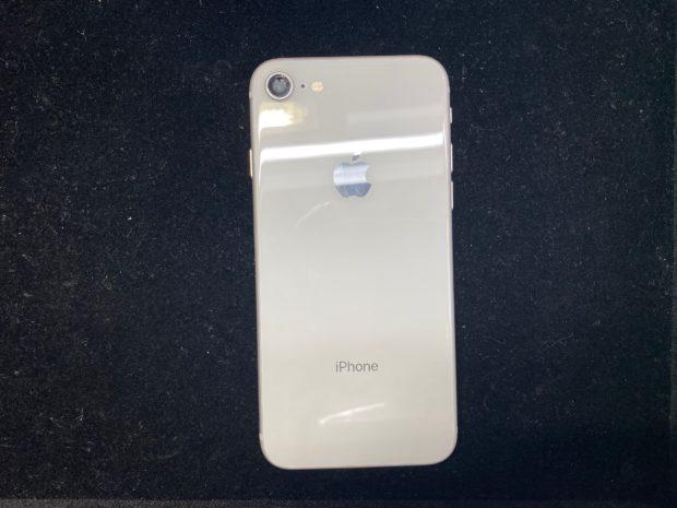 iPhone8カメラ窓修理