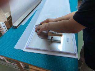 ファンレス空気清浄機用の集塵紙の加工・梱包作業