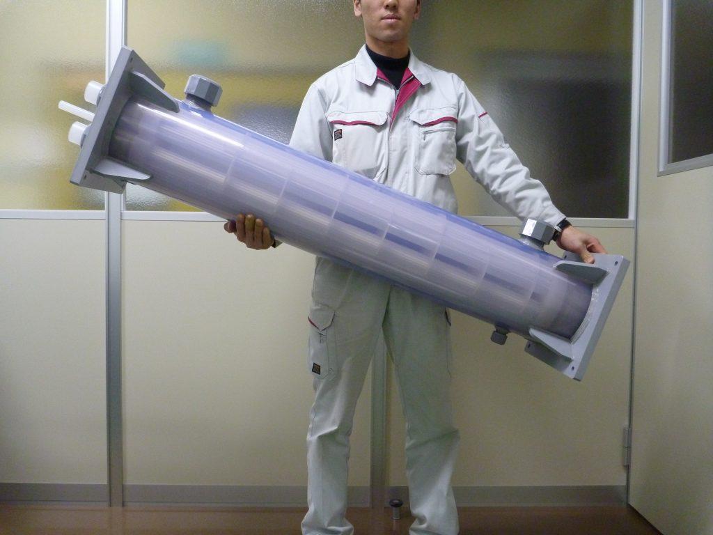 サンニクス プラスチック熱交換器(樹脂熱交換器)の特長その3 ~持ち運び可能な軽量な熱交換器~