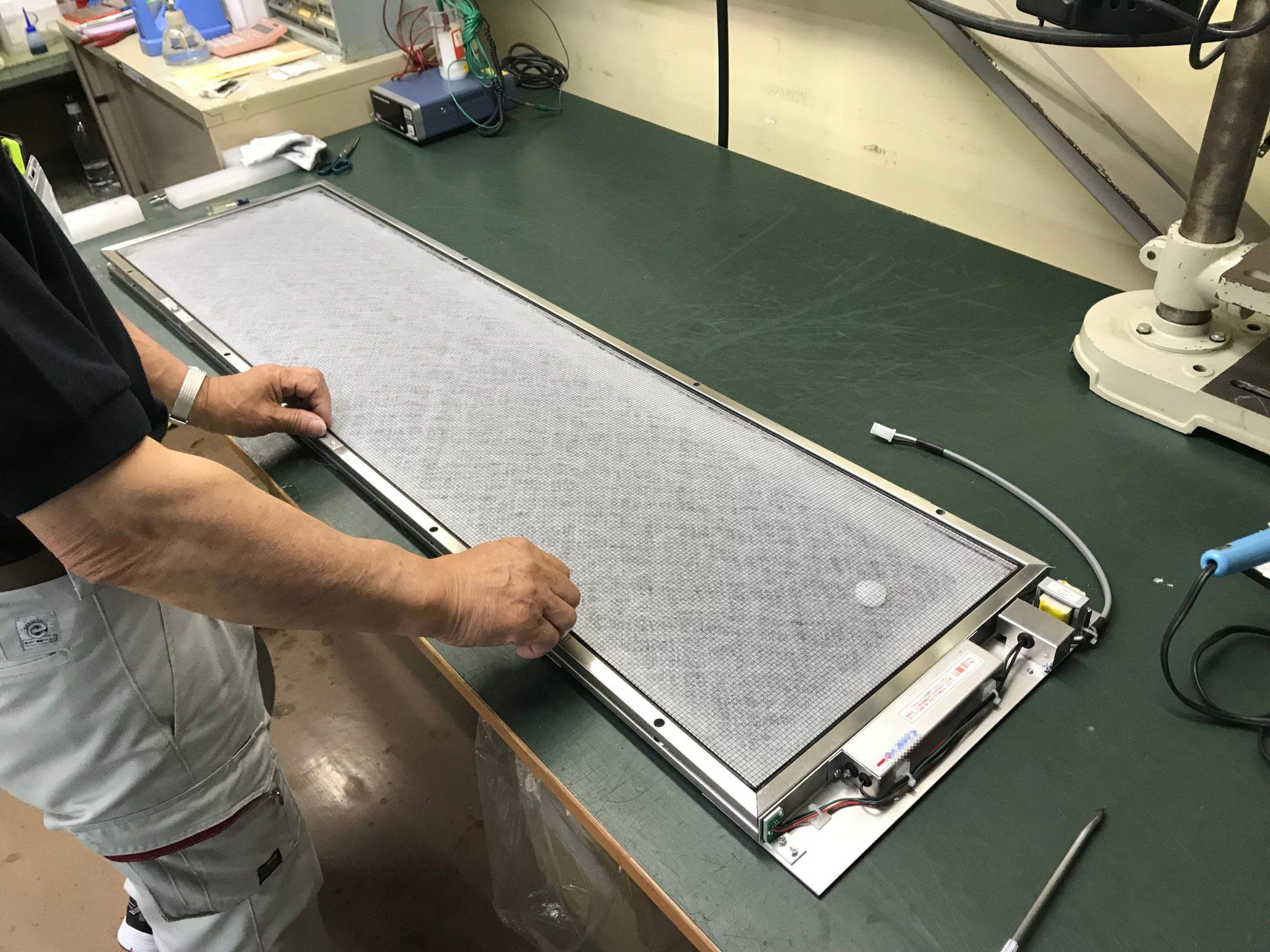 鉄道車両用の電子フィルターの生産